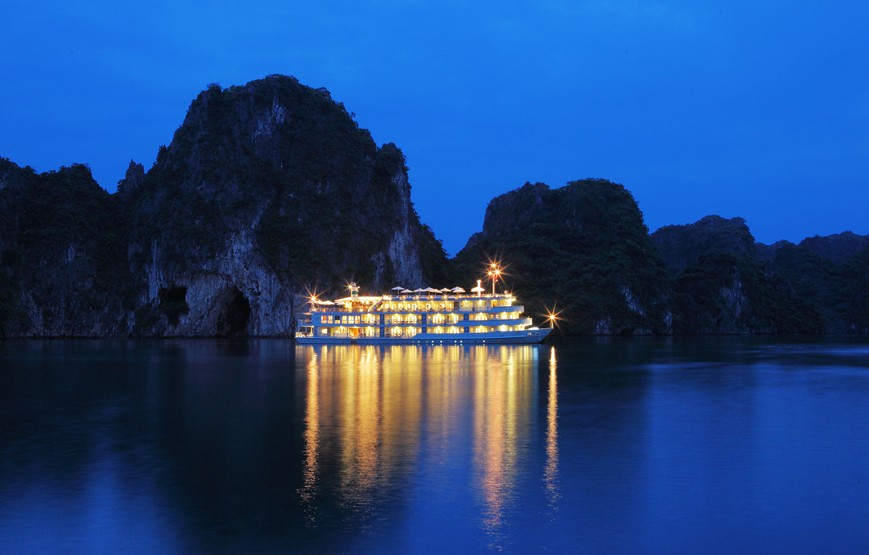 halong-bay-by-night-luxury-cruises