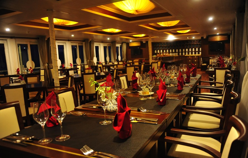 halong-bay-luxury-cruises-luxury-restaurant