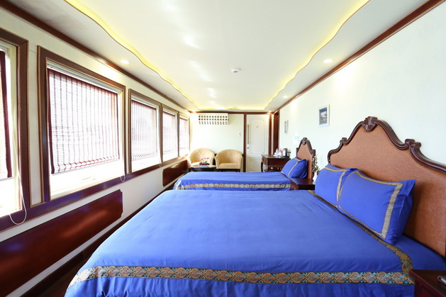 legend-white-dolphin-cruise-cabin